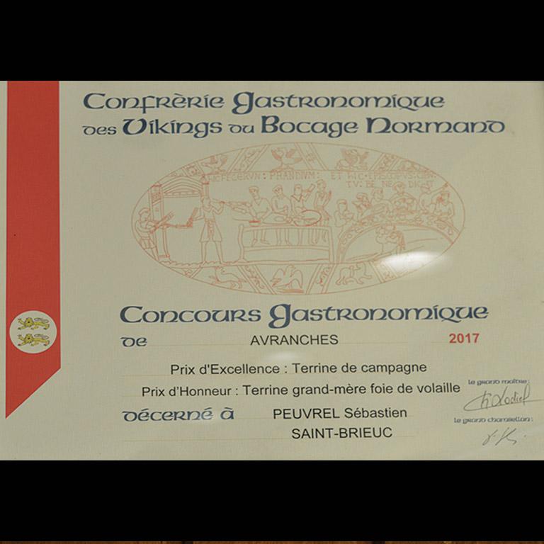 Au Fil du Couteau a reçu le Prix d'Honneur pour sa Terrine Grand-Mère de foie de volaille