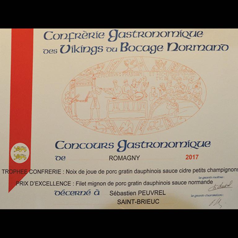 Au Fil du Couteau a reçu le Trophée de la Confrérie pour sa Noix de joue de porc gratin dauphinois sauce cidre petits champignons.